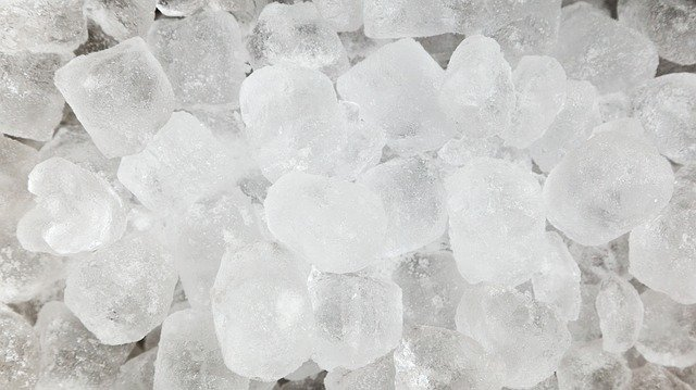 ice cubes from counter top ice maker